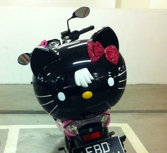 Hello Kitty scooter moped black face