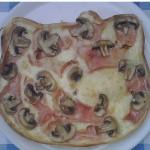hello kittt mushroom pizza