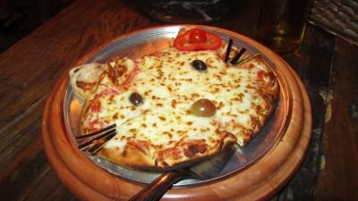 hello kitty cheese pizza
