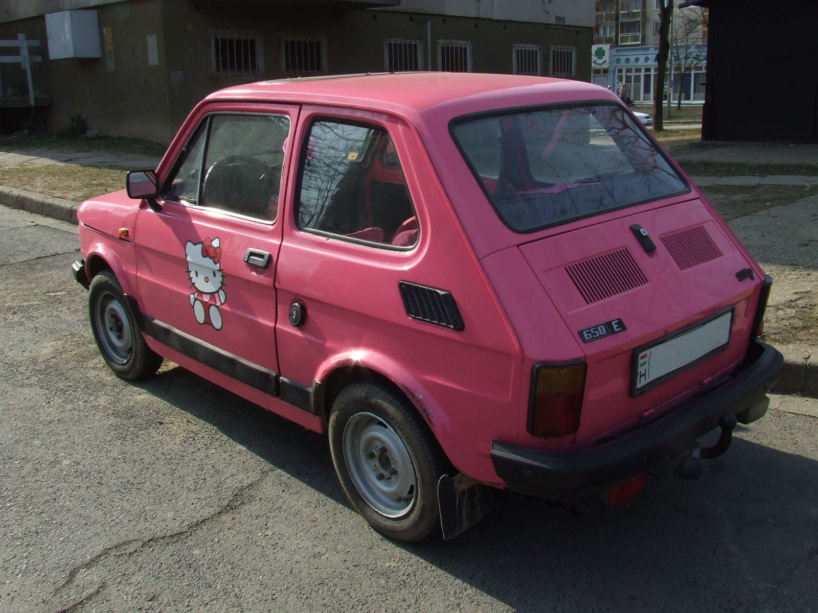 Hello Kitty pink Fiat car