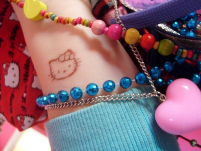 Hello Kitty scarification scab