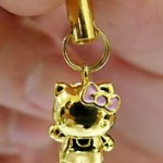 hello-kitty-18k-gold-phone-strap