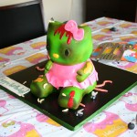 hello-kitty-zombie-cake-1