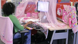 Hello Kitty desk