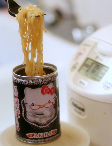 hello-kitty-canned-ramen-1