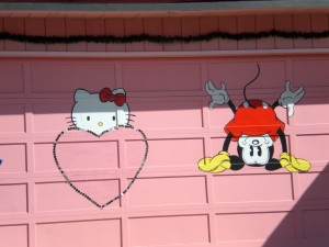 hello-kitty-mickey-mouse-garage