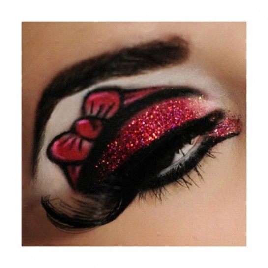 Hello Kitty red eyeshadow