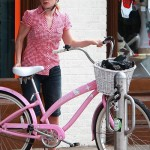 Anna Paquin Hello Kitty beach cruiser