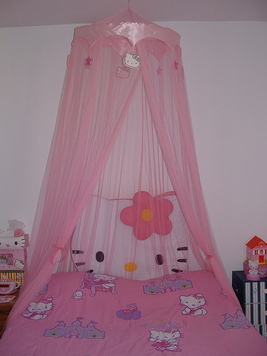 Top Hello Kitty Canopy Bed 375 x 500 · 83 kB · jpeg