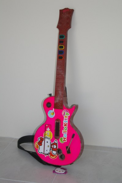 hello kitty guitar hero guitar