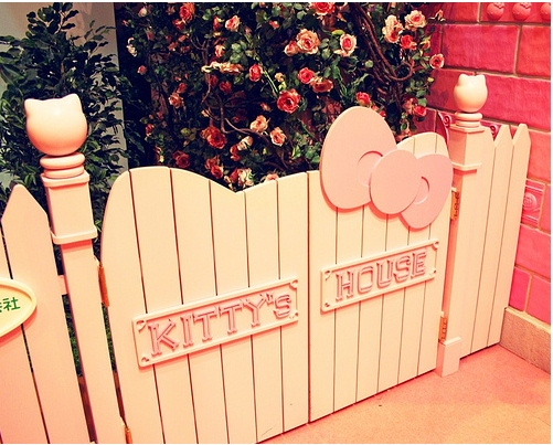 Hello Kitty Picket Fence | Hello Kitty Hell - Hello Kitty House Pictures
