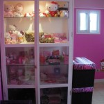 hello kitty room shelf