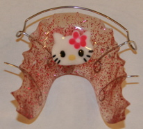 hello kitty retainer