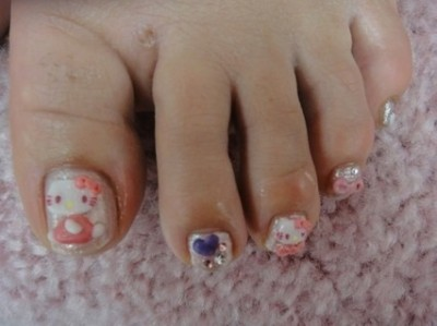 hello kitty toe nails