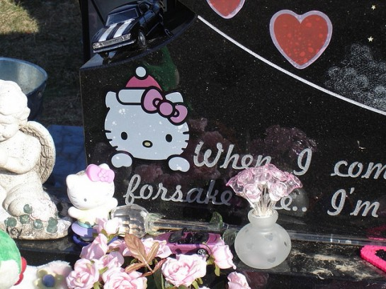 Hello Kitty grave